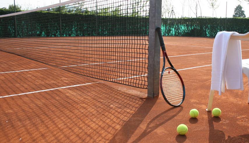 illuminare campo da tennis